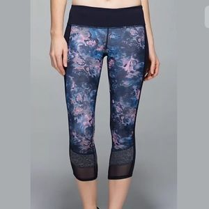 Lululemon 2 navy blue pink crop leggings floral